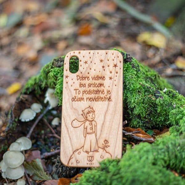 Krásny drevený kryt na iPhone XR s vygravírovaným citátom